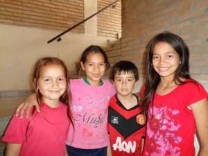 Dzieci, które przyszły odwiedzić Siostry